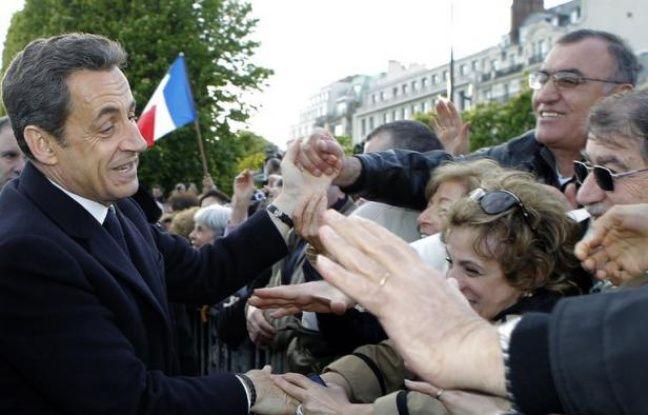 """Nicolas Sarkozy affirme qu'entre la réduction des déficits et le contrôle de l'immigration qui pèse sur les comptes sociaux, """"les préoccupations des électeurs de François Bayrou et ceux du Front national sont les mêmes, même si les chemins sont différents""""."""