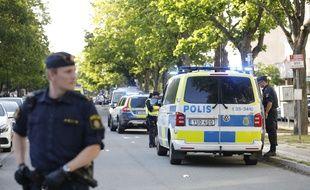 Des policiers suédois sur la voie publique (illustration).