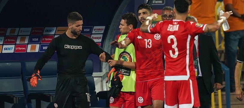 Mouez Hassen, le gardien de la Tunisie, mécontent d'avoir été sorti avant la séance des tirs au but lors de 8e de finale de la CAN contre le Ghana.