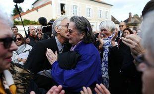 L'actrice Dominique Lavanant et Jacques Jenvrin, le compagnon de Danille Darrieux, à Bois-le-Roi (Eure) le 25 octobre 2017.