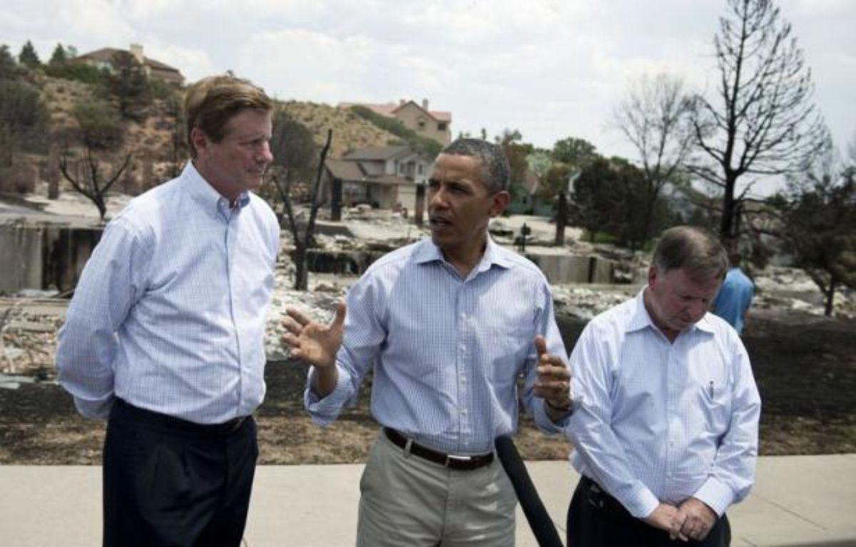 Le président américain Barack Obama s'est rendu vendredi à Colorado Springs (ouest des Etats-Unis), pour encourager les pompiers et constater les dégâts provoqués par le gigantesque incendie qui a fait un mort, détruit près de 350 maisons et entraîné 36.000 évacuations. – Brendan Smialowski afp.com