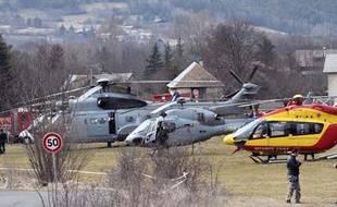 Appareils de la Sécurité civile et de l'armée de l'air à Seyne le 24 mars 2015.