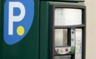 """""""La politique municipale a modifié le comportement des Français"""", explique Denis Grand, PDG de Vinci Park. """"Il y a de moins en moins de stationnement gratuit et plus généralement sur voirie. Du coup, le nombre de nos abonnés a augmenté, de 28% à Paris par exemple depuis 2001"""", ajoute le patron du numéro un des parkings en France (447.000 places)."""