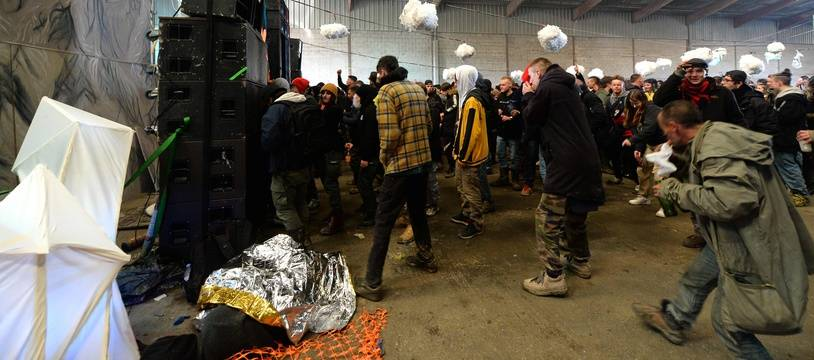 Environ 2.500 personnes ont participé à une rave party à Lieuron, près de Rennes, le 31 décembre 2020.