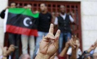 Des réfugiés libyens en Tunisie réagissent à la nouvelle de Mouammar Kadhafi, le 20 octobre 2011.