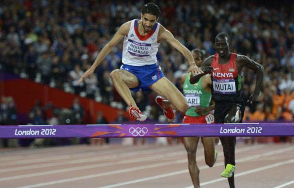 le Français Mahiedine Mekhissi-Benabbad lors de la finale du 3000m Steeple de sJeux olympiques de Londres, le 5 août 2012. – ADRIAN DENNIS / AFP