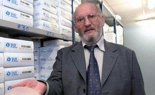 """""""Géo Trouvetou"""" pour les uns, """"escroc"""" pour d'autres, le fondateur de la société PIP, Jean-Claude Mas, a évolué dans le secteur des prothèses mammaires pendant 30 ans, jusqu'à en devenir un des leaders mondiaux avant de tout perdre en 2010."""