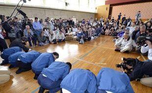 Lorsqu'un scandale ou accident se produit au Japon, qu'il soit politique ou industriel, la presse est convoquée pour une séance de courbettes d'excuses et d'explications parfois hasardeuses, une forme de communication de crise rarement efficace.