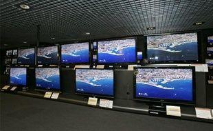 Téléviseurs à ecran plat, à Paris, le 5 novembre 2008.