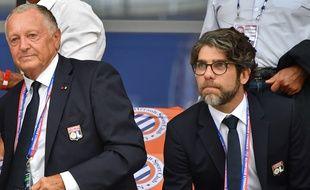 Juninho, ici aux côtés de Jean-Michel Aulas lors de la défaite de l'OL en Ligue 1 à Montpellier (1-0) le 27 août. PASCAL GUYOT