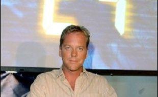 """L'acteur américain Kiefer Sutherland, vedette de la populaire série d'espionnage """"24 heures chrono"""", a signé un contrat de production avec 20th Century Fox Television qui la diffuse, et continuera à tenir le rôle de l'agent Jack Bauer, a annoncé lundi le groupe."""