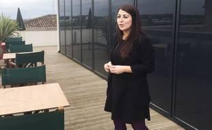 Alexandra Gomez, responsable du marketing de l'école Vatel à Bordeaux, sur le roof top de l'établissement.