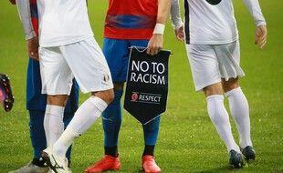 La campagne de l'UEFA contre le racisme plus que jamais d'actualité après les événements au Parc mardi soir.