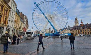 Montage de la grande roue à Lille.