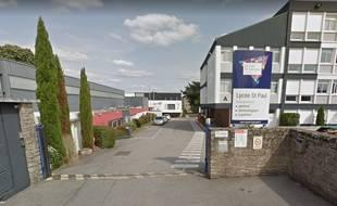 Les trois bonbonnes d'acide explosif ont été découvertes lundi soir dans un laboratoire du lycée Saint-Paul à Vannes.