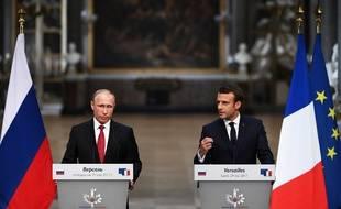 Vladimir Poutine et Emmanuel Macron lors de leur première conférence de presse commune.