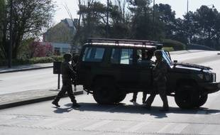 Les militaires de Sentinelle ont bloqué la circulation sur le pont Saint-Hélier ce dimanche 31 mar.