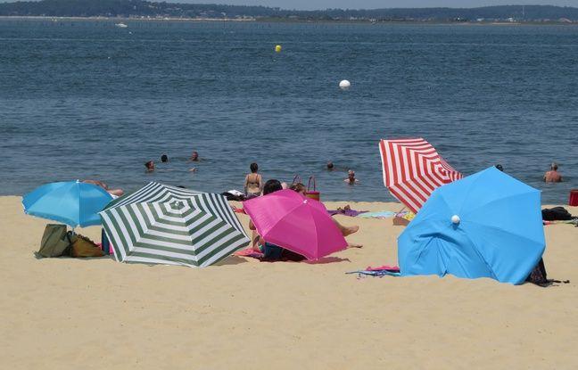 1885397a7e9a57 648x415 parasols-proteger-plagistes-jour-canicule-arcachon-30-juin-2015.jpg