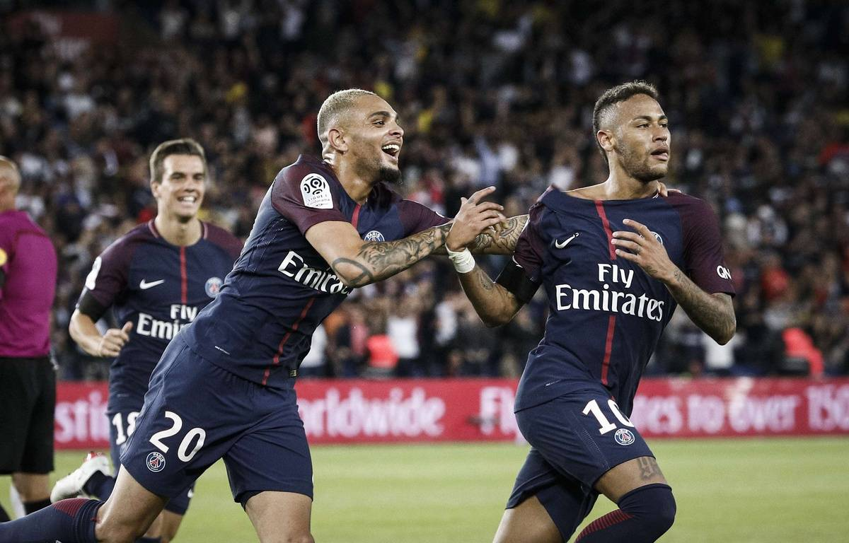 La joie de Kurzawa et Neymar lors de la large victoire du PSG contre Toulouse (6-2), le 20 août 2017 au Parc des Princes.  – Kamil Zihnioglu/AP/SIPA