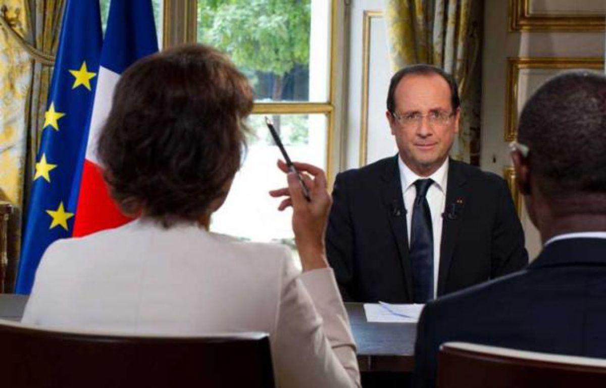 FrançoisHollande interviewé au palais de l'Elysée par France 24, RFI et TV5 Monde, le 11 octobre 2012. – PRM/SIPA