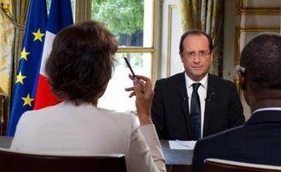 FrançoisHollande interviewé au palais de l'Elysée par France 24, RFI et TV5 Monde, le 11 octobre 2012.