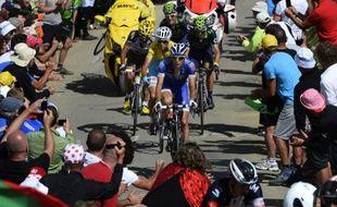 Thibaut Pinot mène le groupe maillot jaune dans la montée du Port de Balès, lors de la 16e étape du Tour de France, mardi 22 juillet 2014.