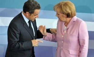 Les quatre pays européens du G8 allaient se réunir samedi à Paris pour remettre un peu d'ordre et arracher une stratégie commune à des partenaires européens apparus désunis face à la crise financière internationale.