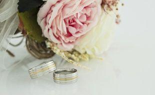 À la suite d'un mariage, les époux peuvent librement choisir de porter le nom de leur conjoint ou leurs deux patronymes accolés.