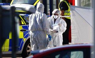 Des experts médico-légaux examinent l'une des scènes de crime de la fusillade mortelle déclenchée par Derrick Bird à  Whitehaven, le 2 juin 2010.