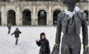 Les arènes de Nîmes sous la neige.