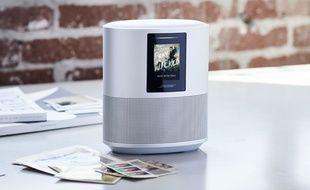 L'enceinte Home Speaker 500 intègre un écran couleur et l'assistante Alexa d'Amazon.
