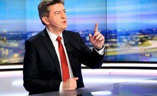 Le porte-voix du Parti de gauche, Jean-Luc Mélenchon, sur le plateau du 20H de TF1, le 10 février 2016 à Boulogne-Billancourt