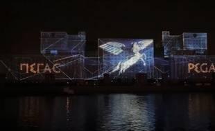 Capture écran d'une vidéo Guinness World Records diffusée sur Youtube le 19 octobre 2015, à propos de l'image projetée la plus grande du monde.