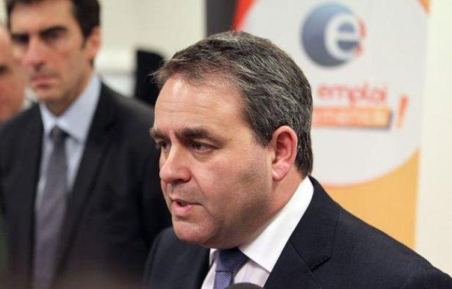 Le ministre du Travail Xavier Bertrand a préconisé mardi la création des contrats à durée indéterminée (CDI) pour les intérimaires pour lutter contre la hausse du chômage et donner plus de stabilité aux salariés de l'intérim, à l'occasion d'une visite d'une agence Pôle-emploi à Reims.