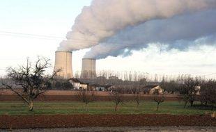 """Le Parti socialiste a débattu samedi à Paris de sa """"transition écologique"""", à partir d'un texte qui soutient la politique du gouvernement, notamment sur le nucléaire, invite à repenser le rapport à la croissance, et se montre ferme sur les gaz de schiste."""