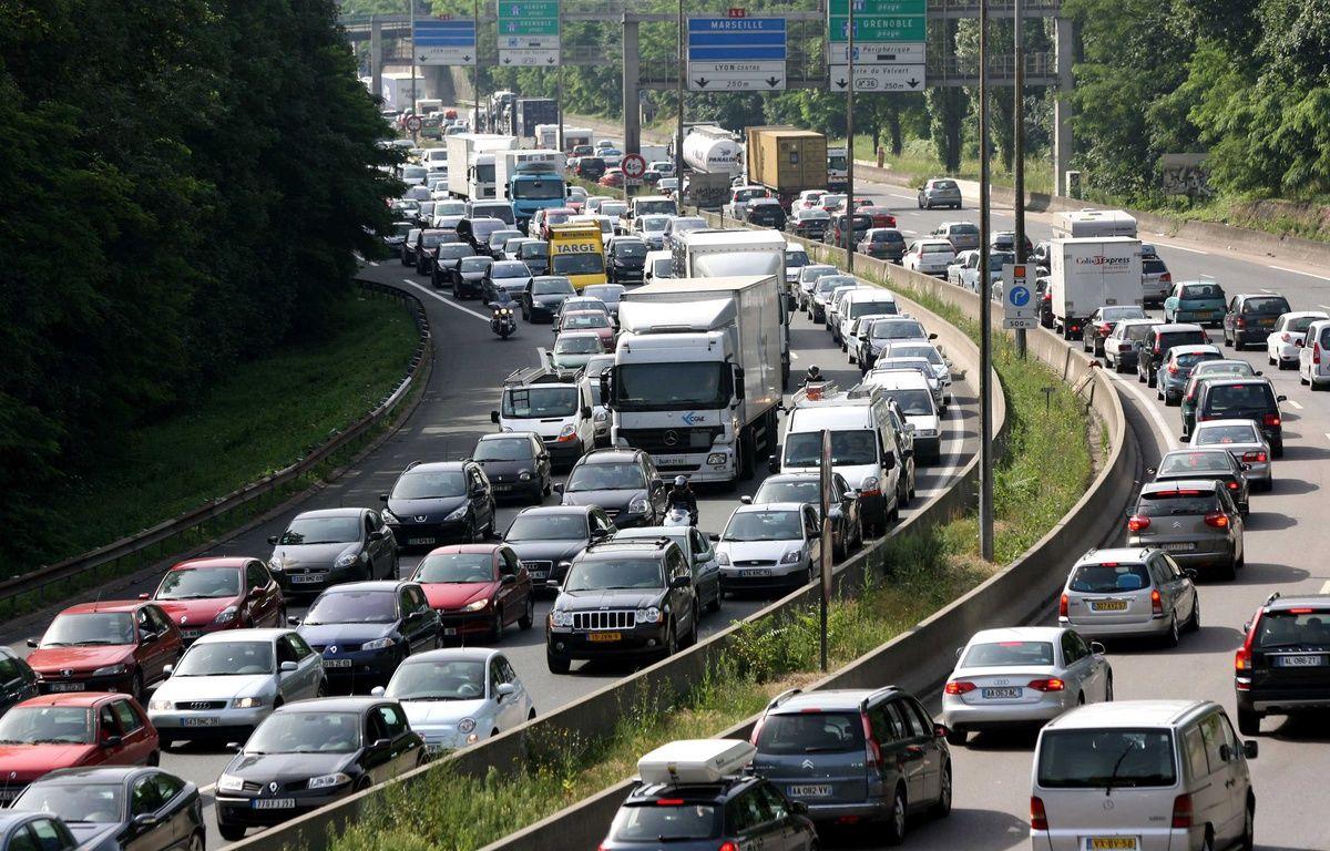 Un bouchon sur l'autoroute A7, aux abords du tunnel de Fourvière, près de Lyon, en juillet 2010. – FAYOLLE PASCAL/SIPA