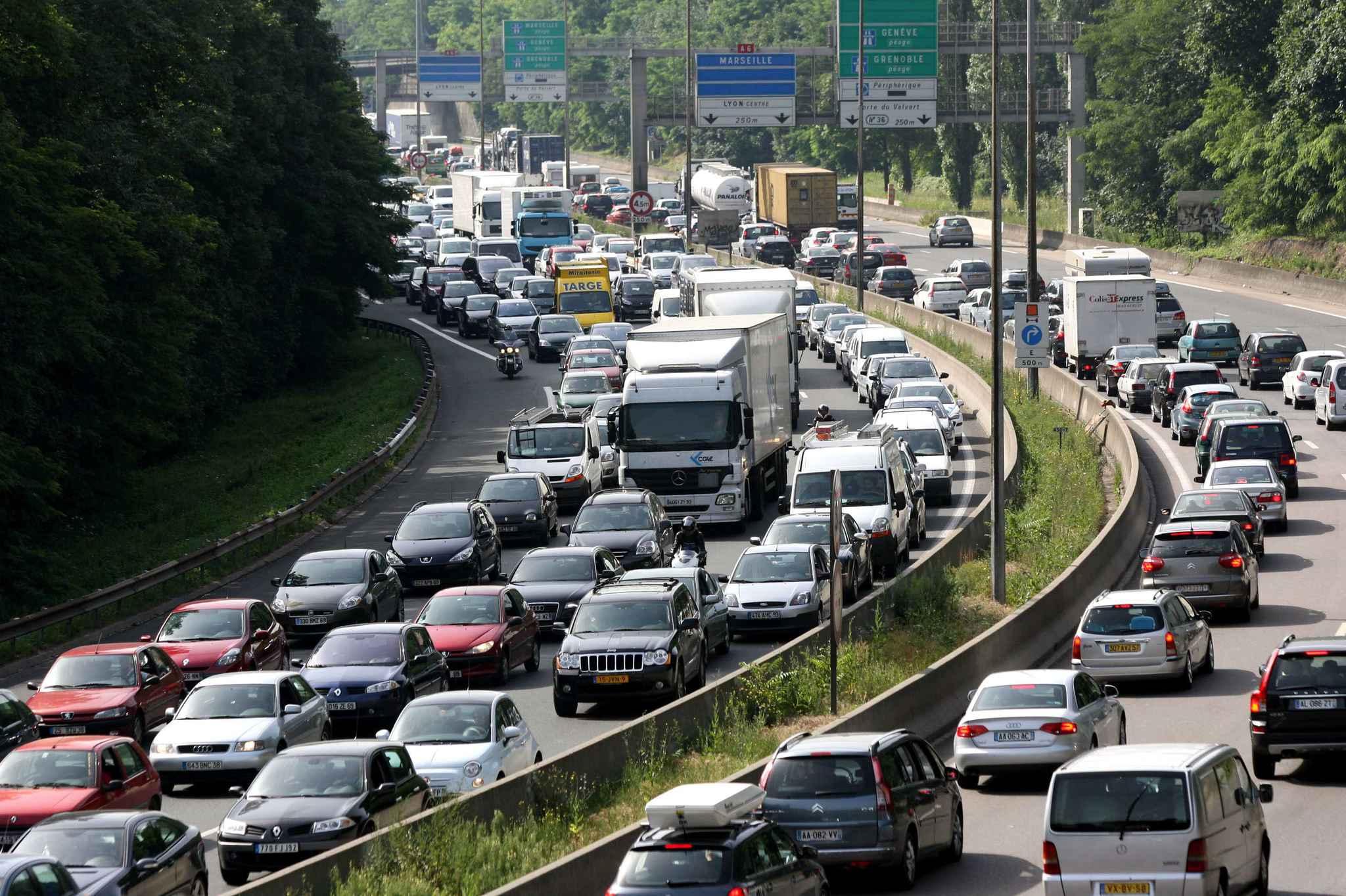 pollution la vitesse sur les autoroutes pourrait tre limit e 90km h pr s des villes. Black Bedroom Furniture Sets. Home Design Ideas