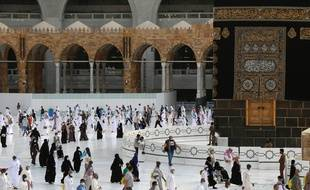 Une dizaine de milliers de fidèles musulmans ont conclu dimanche soir le grand pèlerinage à La Mecque.