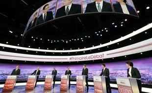 Les sept candidats à la primaire à gauche lors du premier débat télé le 12 janvier 2016