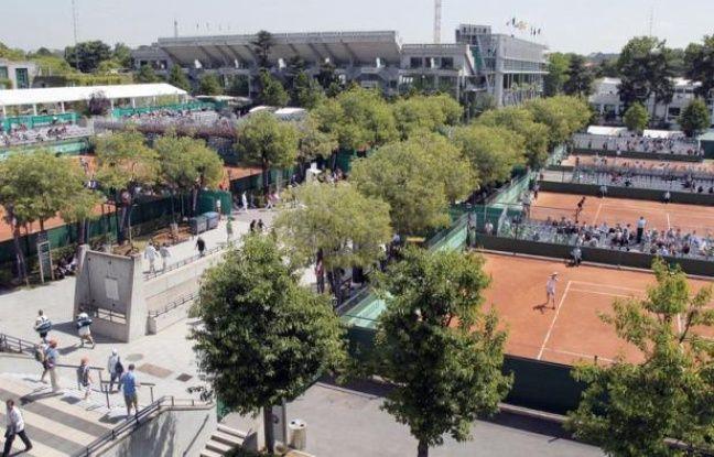 Le Conseil de Paris a approuvé mardi la révision du plan local d'urbanisme (PLU) nécessitée par le projet d'extension du stade de tennis de Roland-Garros, après l'avis globalement positif de la commission d'enquête rendu fin juin.