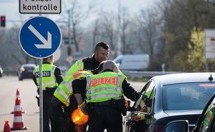 Des contrôles à la frontière franco-allemande à Huningue, le 16 mars 2020.