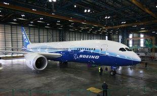 Le constructeur aéronautique Boeing a annoncé lundi avoir rencontré un nouveau problème de fabrication sur son nouvel avion long-courrier 787 (Dreamliner), qui l'oblige à vérifier le fuselage des appareils.