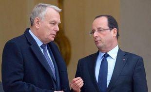 """Jean-Marc Ayrault a a affirmé jeudi qu'il attendait """"avec impatience"""" la motion de censure des députés UMP contre la politique économique du gouvernement, estimant que cela lui permettrait d'avoir """"une explication de fond"""" avec la droite."""