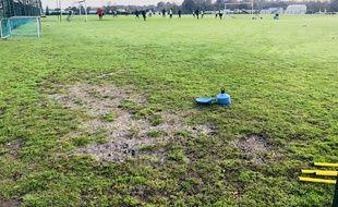 La qualité des terrains d'entraînement des Girondins est désastreuse.