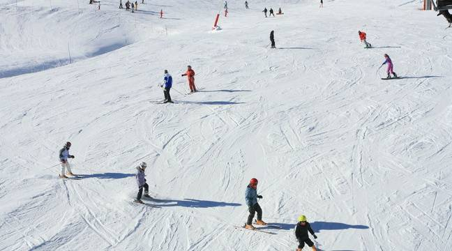 pyr n es atlantiques des stations de ski ferm es cause du risque lev d 39 avalanches. Black Bedroom Furniture Sets. Home Design Ideas