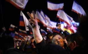 Un habitant de Crimée célèbre la victoire du référendum pour le rattachement à la Russie le 16 mars 2014