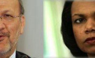 La secrétaire d'Etat américaine, Condoleezza Rice ( à droite) et son homologue iranien Manouchehr Mottaki. Tous deux se sont rencontrés le jeudi 3 mai en Egypte.
