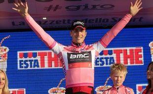 Pour ses débuts dans le Giro, l'Américain Taylor Phinney, 21 ans, a endossé d'emblée le maillot rose de leader, samedi, après sa victoire dans la première étape, un contre-la-montre de 8,7 kilomètres dans les rues de la ville danoise de Herning