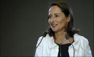 """Ségolène Royal affirme que dans la campagne présidentielle du PS c'est elle-même qui """"trace la ligne"""" et """"propose des solutions efficaces"""" sans être """"prisonnière d'aucun dogme""""."""