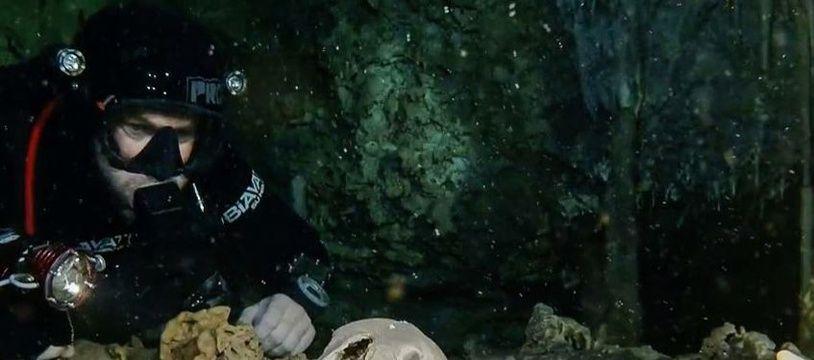 Des vestiges mayas ont été découverts dans une grotte inondée située dans le sud-est du Mexique.